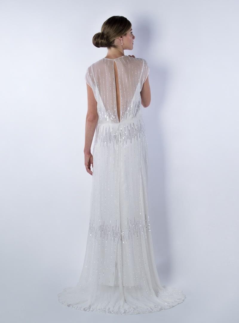 Greta es un diseño de vestido de  novia de CRISTINA SAURA. Destaca la atractiva transparencia en su espalda.