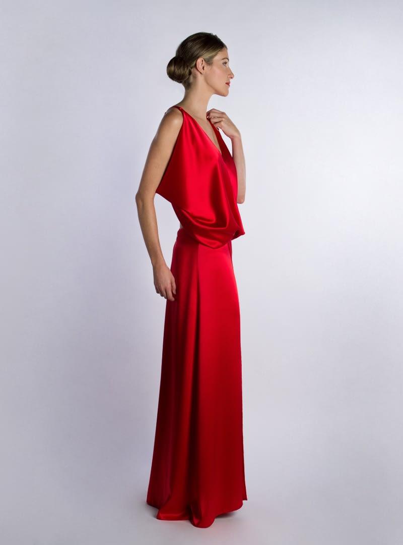 Ariel es un vestido de fiesta de CRISTINA SAURA. Se elabora en crepe satén de seda rojo entre otros colores.