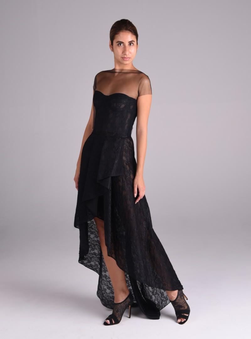 Lucia es un vestido de fiesta de Alta Costrua de encaje y estilo corsetero, distintivo de CRISTINA SAURA.