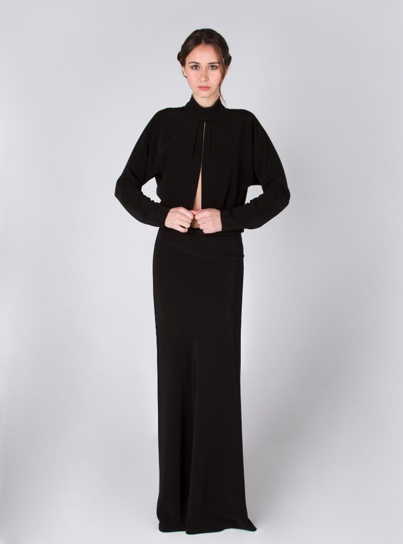 Diseño de la colección de vestidos de fiesta de CRISTINA SAURA. Visita la tienda de la firma en Carrer del Comerç 1 de Barcelona.