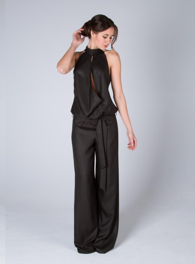 Sofiticado diseño para vestido de fiesta de CRISTINA SAURA de escote halter drapeado.