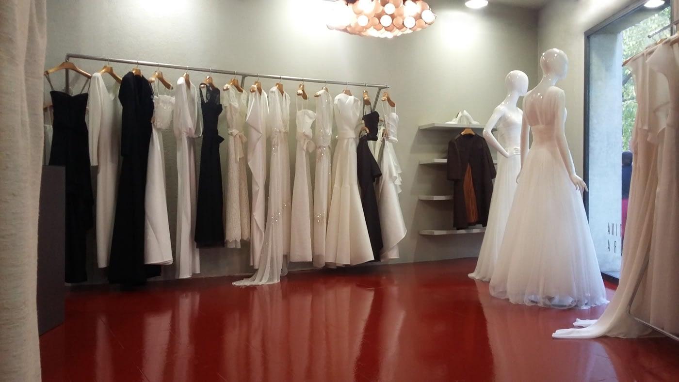 Atractiva sala de ventas de la tienda de novias en Barcelona de CRISTINA SAURA.