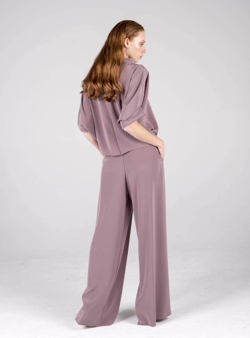 El corte de los vestidos de diseñador de CRISTINA SAURA es experto y esencialmente único.