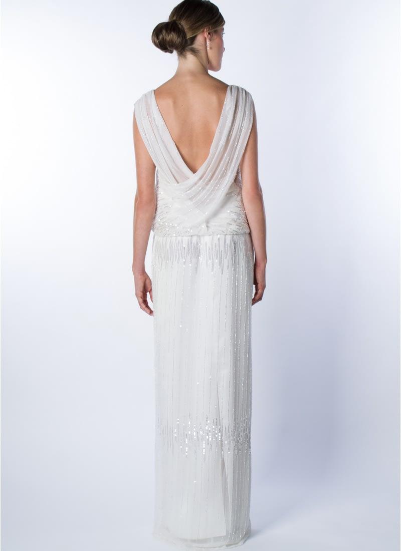 Sutil elegancia y feminidad expresa este diseño original para vestido de novia Alta Costura que firma CRISTINA SAURA.