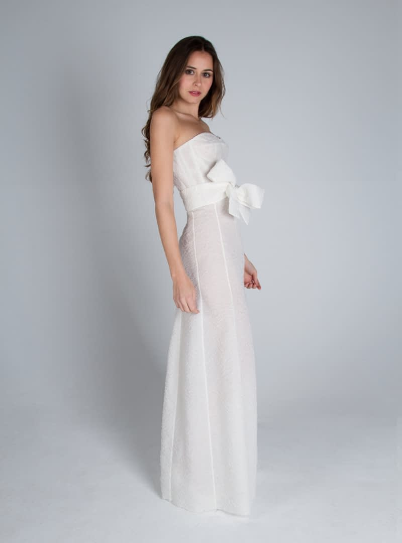 Design wedding dress CRISTINA SAURA with corset atmosphere and subtle line flared, made with organza carved.