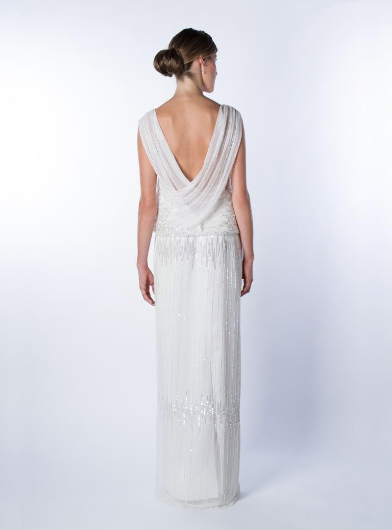 Sutil elegancia y feminidad expresa este diseño original para novia que firma CRISTINA SAURA.
