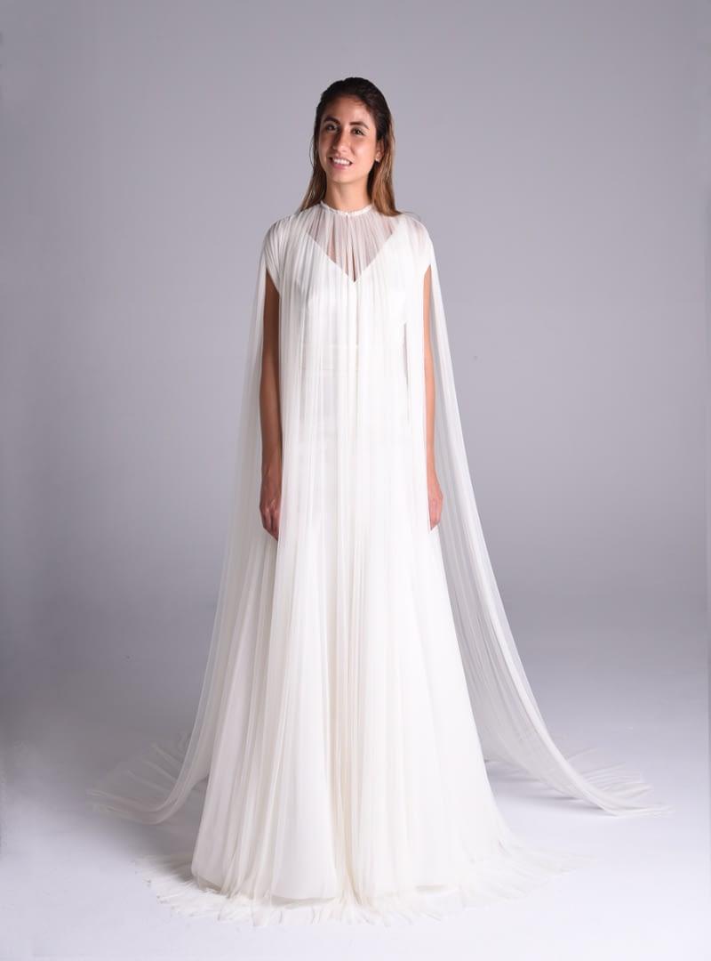 La capa Beatrix es una creación de Alta Costura de CRISTINA SAURA.
