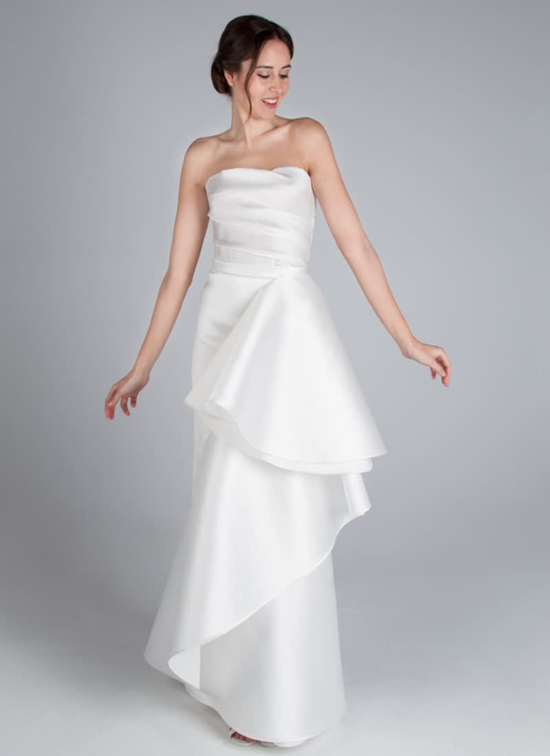 Spectacular haute couture party dress or classic style CRISTINA SAURA wedding dress. Its design defines the torax to the hip and arms, while the skirt displays abundant volume.